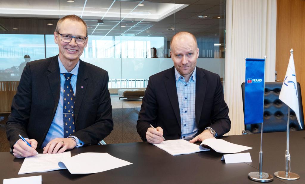 From left: Trond Petter Abrahamsen, Director in Framo Services and Kjetel Digre, head of operations and field development in Aker BP Photo credit: Lars Petter Larsen/Framo